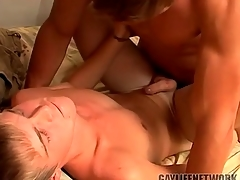 Young blonde fucked wide of a hot culmination familiarize with and cumming