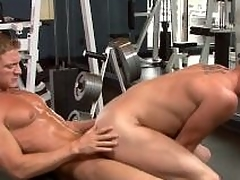 Sexy jocks fuck thither the gym